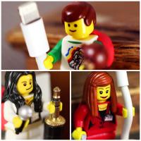 Figurine LEGO per organizzare i cavi
